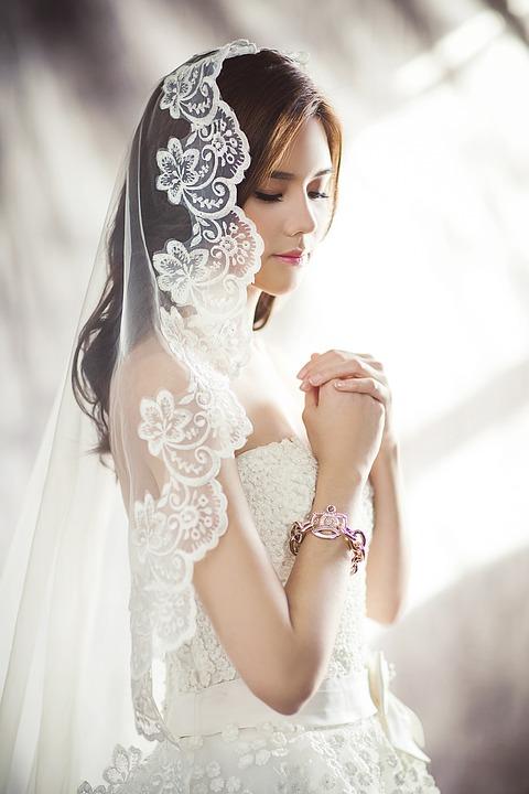 wedding-dresses-1486256_960_720